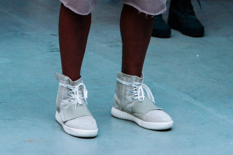 e6f68b6810720 ... Yeezy Sneakers Yeezy Season 1 and Season 2 - AIO bot  Yeezy-Show-Fall- Winter-2015-Sneaker-Preview-01 ...